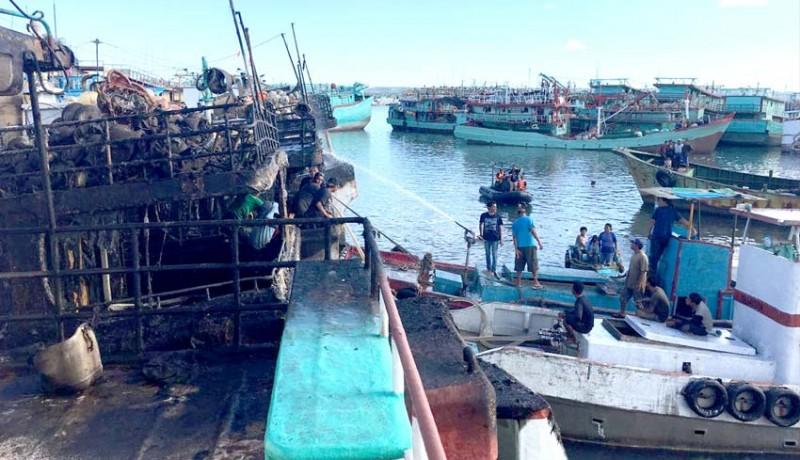 www.nusabali.com-lagi-tiga-kapal-terbakar-di-pelabuhan-benoa