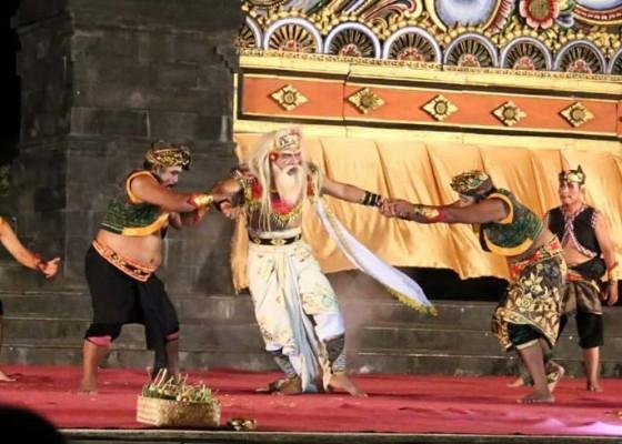 Nusabali.com - fragmentari-brahmana-keling-meriahkan-klungkung-menari