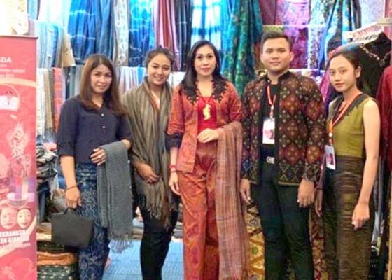 Nusabali.com - dekranasda-gianyar-ikuti-pameran-ifw-2019