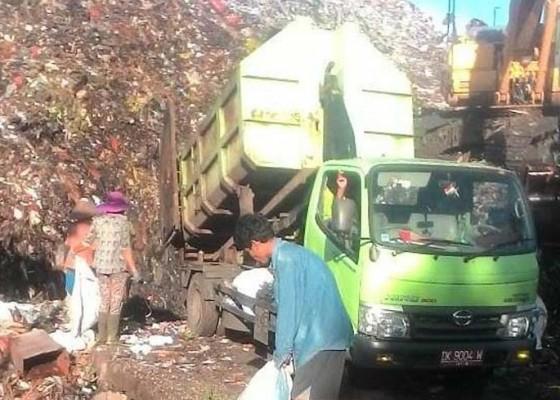 Nusabali.com - dinas-lingkungan-hidup-jembrana-beli-sampah-plastik-di-tpa-peh