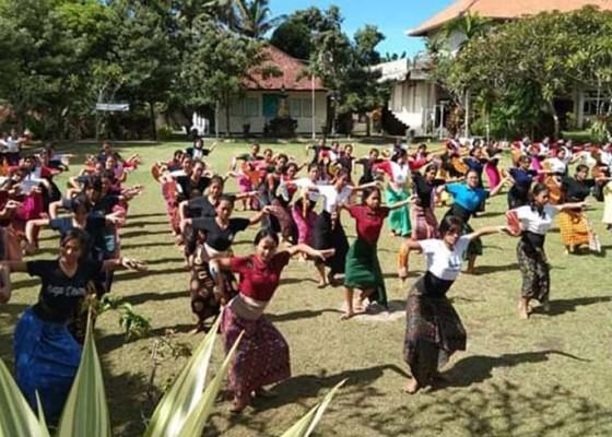 Nusabali.com - telek-massal-meriahkan-festival-semarapura-iv