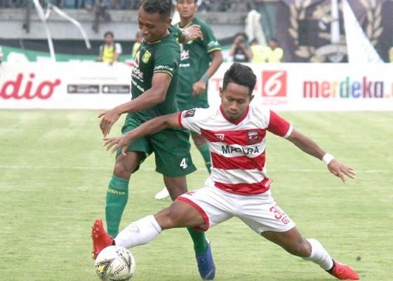 Nusabali.com - persebaya-menangi-derby-suramadu