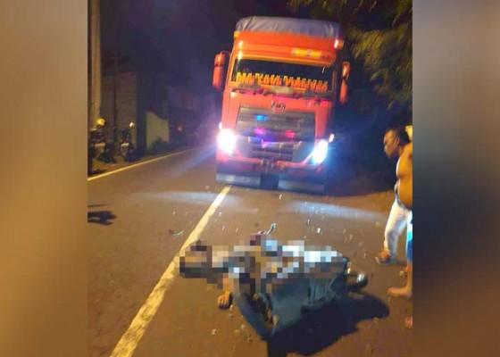 Nusabali.com - pemotor-tewas-hantam-truk-di-padangbai