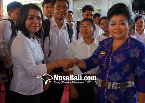 Nusabali.com - bupati-bagikan-199-sk-cpns