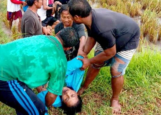 Nusabali.com - buruh-disambar-petir-2-tewas-8-luka-bakar