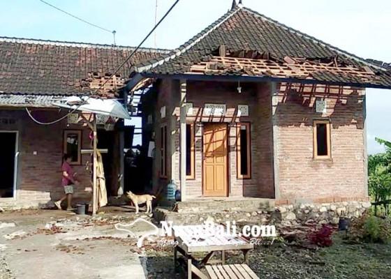 Nusabali.com - atap-sekolah-dan-rumah-rusak