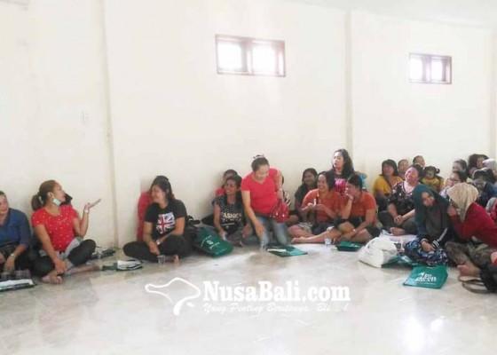 Nusabali.com - pedagang-kain-enggan-pindah-ke-pasar-loka-crana
