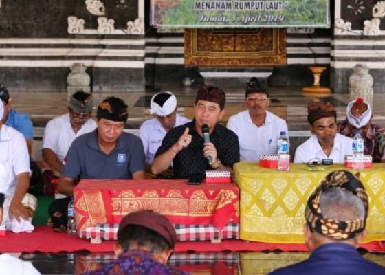 Nusabali.com - bupati-suwirta-bangkitkan-budidaya-rumput-laut-di-nusa-penida