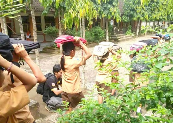Nusabali.com - ratusan-siswa-dilatih-hadapi-gempa