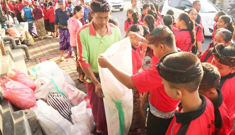 www.nusabali.com-digelar-di-6-kecamatan-terkumpul-8-truk-sampah