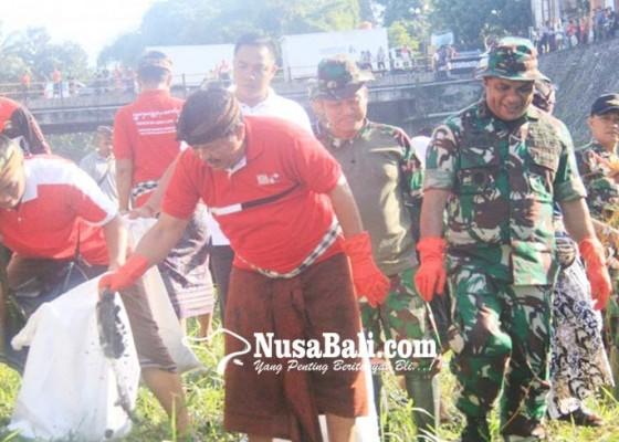 Nusabali.com - resik-sampah-plastik-di-jembrana-terkumpul-296-kilogram-sampah