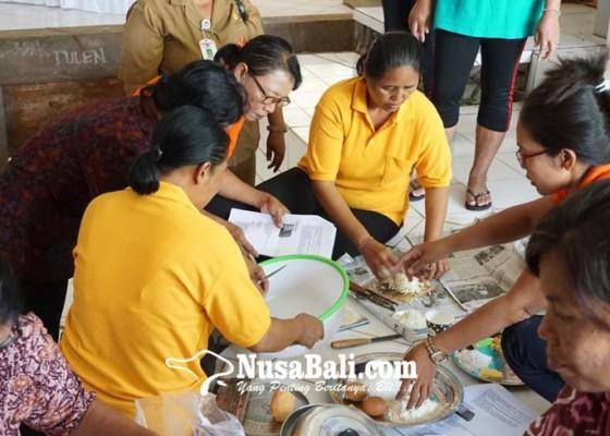 Nusabali.com - monoton-menu-posyandu-hanya-kacang-hijau