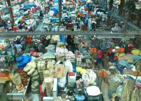 Nusabali.com - pedagang-merasakan-beban-berat