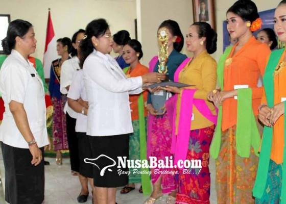 Nusabali.com - staf-humas-boyong-gelar-kartini