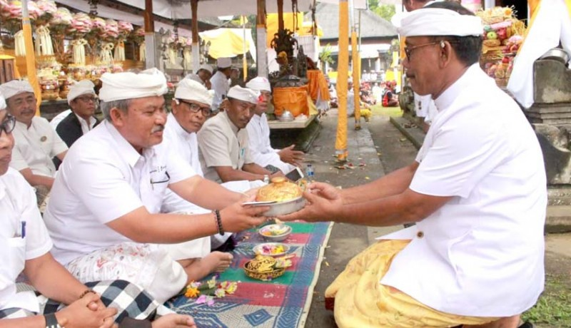 www.nusabali.com-pemkab-bangli-ngaturang-bakti-penganyar-di-pura-agung-gunung-raung