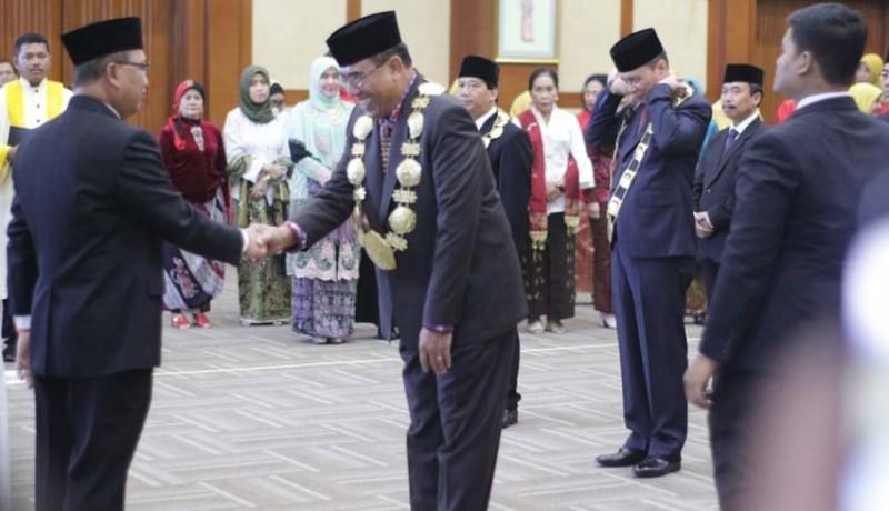 www.nusabali.com-jampel-sah-jabat-rektor-undiksha-2019-2023