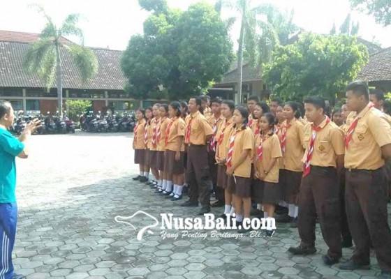 Nusabali.com - bpbd-latih-evakuasi-mandiri-sman-1-amlapura