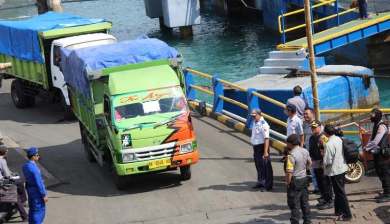 www.nusabali.com-diangkut-kapal-roro-dikawal-ketat-polisi