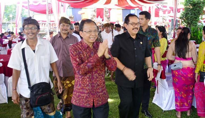 www.nusabali.com-koster-tegaskan-perda-desa-adat-dukung-kedudukan-lpd