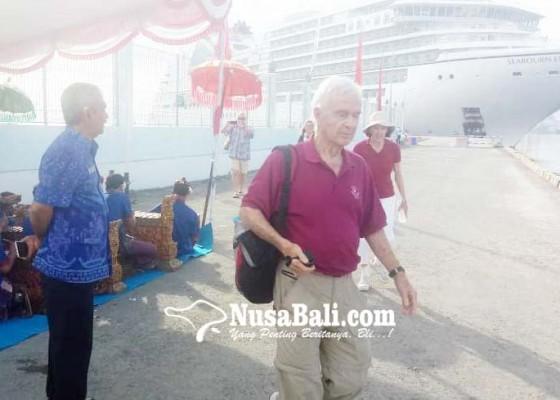 Nusabali.com - kapal-pesiar-seabourn-encore-kembali-nyandar-di-buleleng