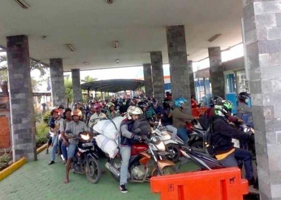 Nusabali.com - arus-penumpang-melonjak-di-pelabuhan-gilimanuk