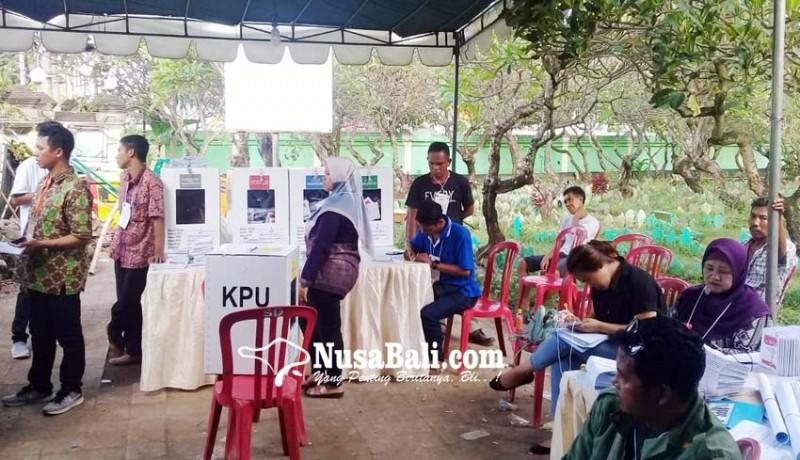 www.nusabali.com-warga-mencoblos-di-kuburan