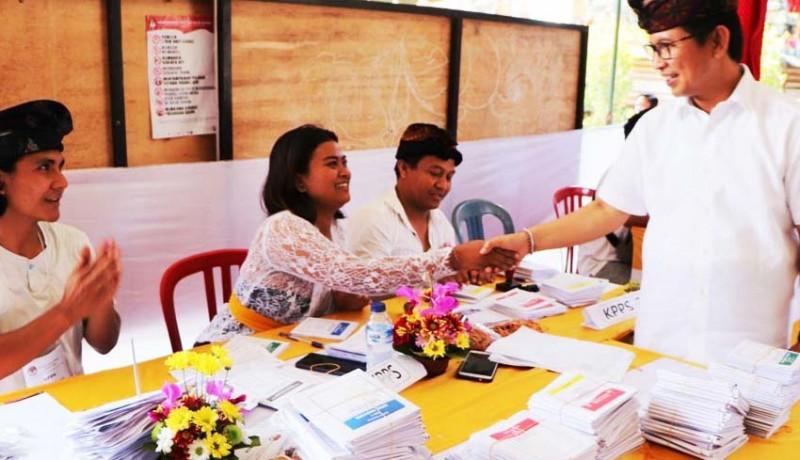 www.nusabali.com-sekda-badung-pimpin-tim-kabupaten-pantau-pemungutan-suara