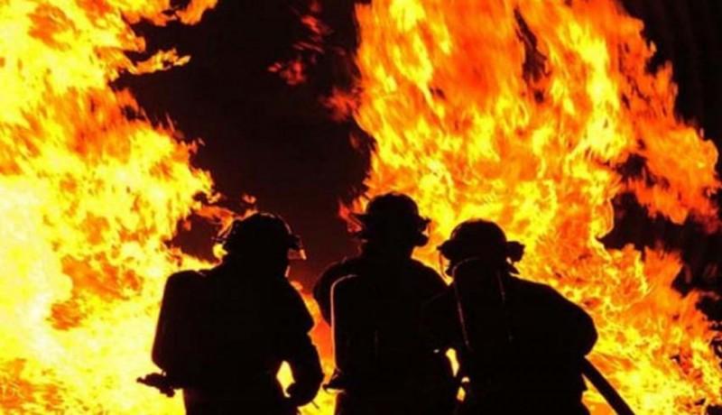 www.nusabali.com-ditinggal-penghuni-vila-di-tibubeneng-ludes-terbakar