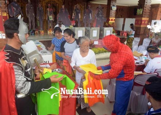 Nusabali.com - pemilih-dapat-tas-belanja-ramah-lingkungan-setelah-mencoblos