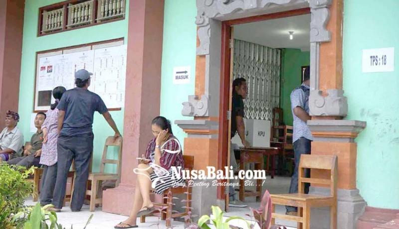 www.nusabali.com-surat-suara-kurang-pemilih-antre-nyoblos