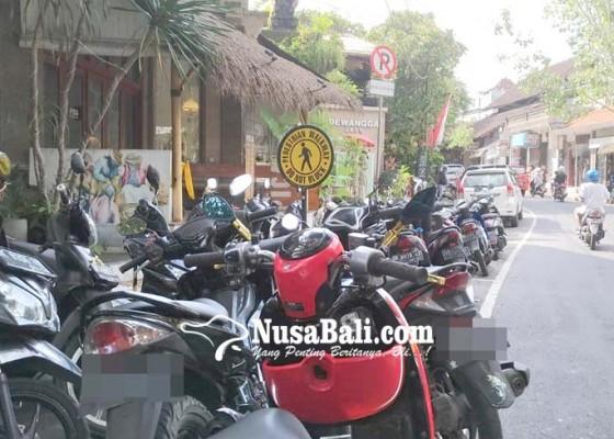 Nusabali.com - lagi-pelanggar-parkir-di-ubud-marak