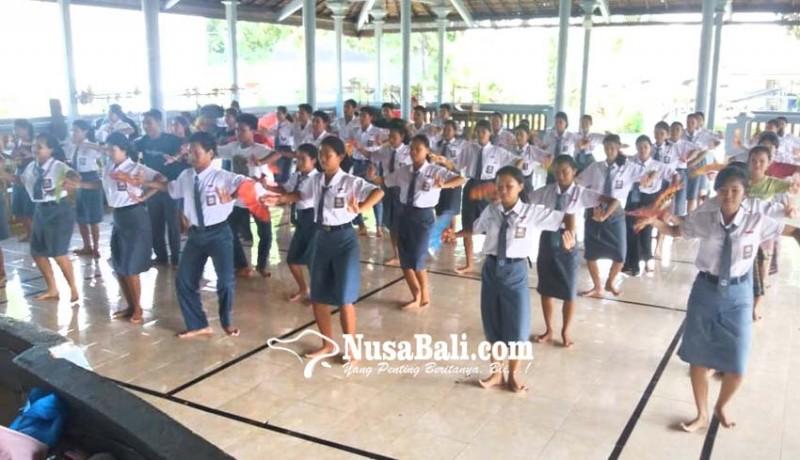 www.nusabali.com-siswa-asal-jumpai-ajarkan-tari-telek-di-sekolah