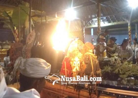 Nusabali.com - ratusan-umat-ikuti-pabayuhan-wayang-sapuh-leger