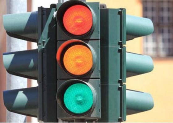 Nusabali.com - dishub-perbaiki-traffic-light