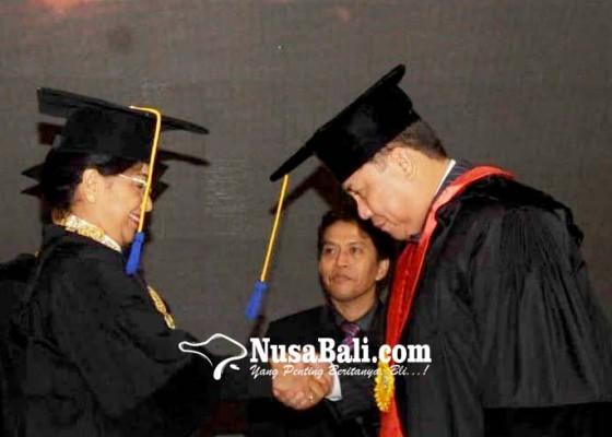 Nusabali.com - unud-anugerahi-kapolda-bali-gelar-doktor-kehormatan
