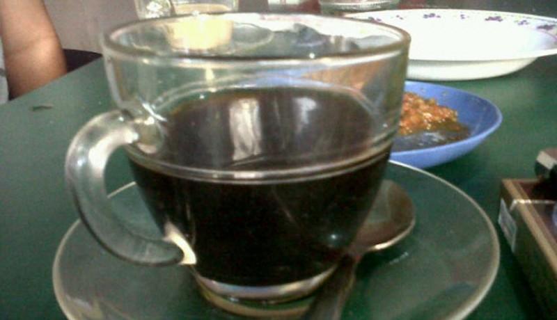 www.nusabali.com-minum-kopi-keliling-4-pria-keracunan