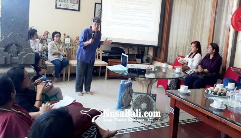 www.nusabali.com-bali-sruti-bahas-soal-perempuan-bali