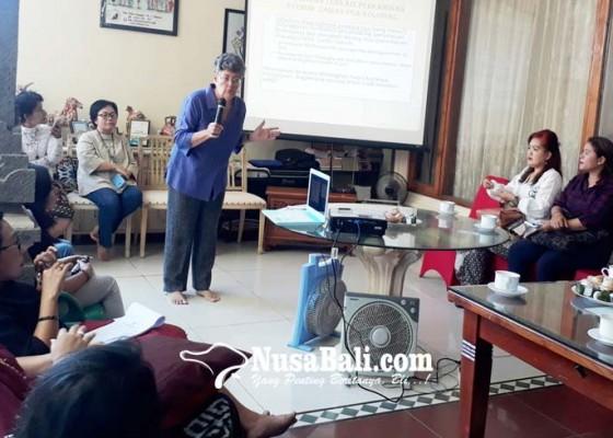 Nusabali.com - bali-sruti-bahas-soal-perempuan-bali