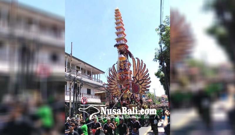 www.nusabali.com-ribuan-warga-saksikan-palebon-puri-ubud