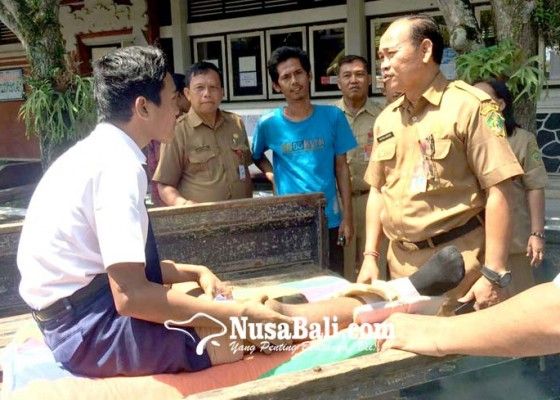 Nusabali.com - kehadiran-100-persen-seorang-peserta-ditandu