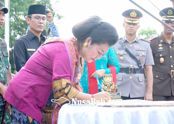 Nusabali.com - bupati-pimpin-ikrar-integritas-bebas-korupsi