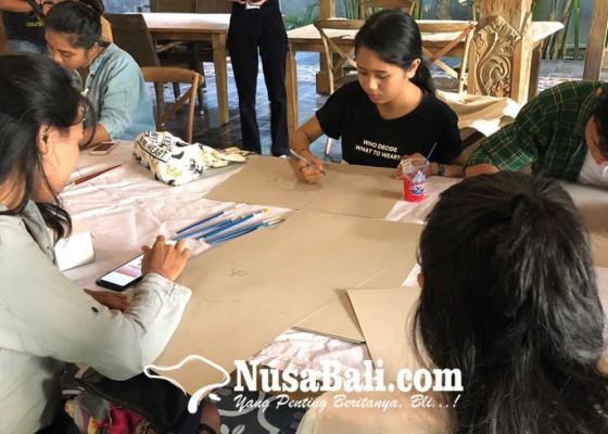 Nusabali.com - hari-kartini-diisi-nobar-dan-bikin-poster