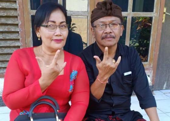 Nusabali.com - istri-sundul-suami-jadi-anggota-dewan