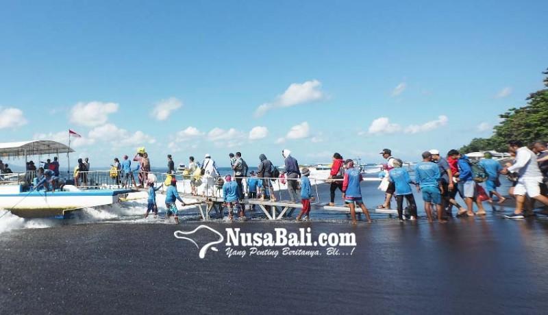 www.nusabali.com-pujawali-di-pura-ped-warga-ramai-ramai-pulang-kampung