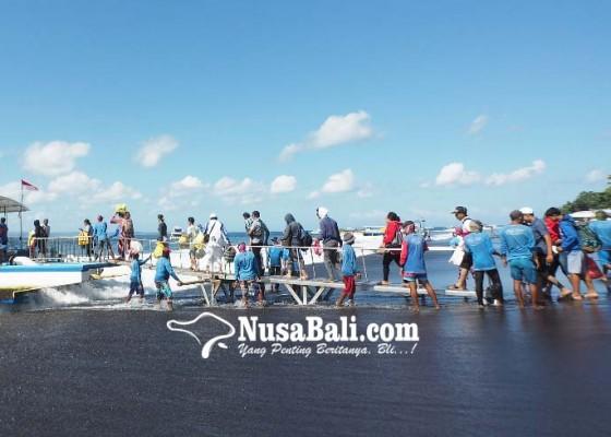 Nusabali.com - pujawali-di-pura-ped-warga-ramai-ramai-pulang-kampung