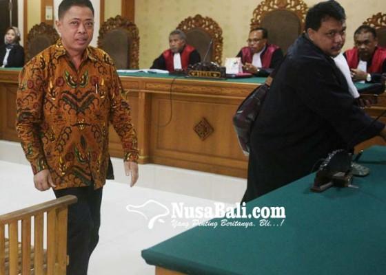 Nusabali.com - anggota-dewan-dan-istri-dituntut-15-tahun