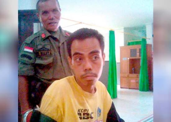 Nusabali.com - satpol-pp-gianyar-amankan-odgj-ngamuk-di-mengwi