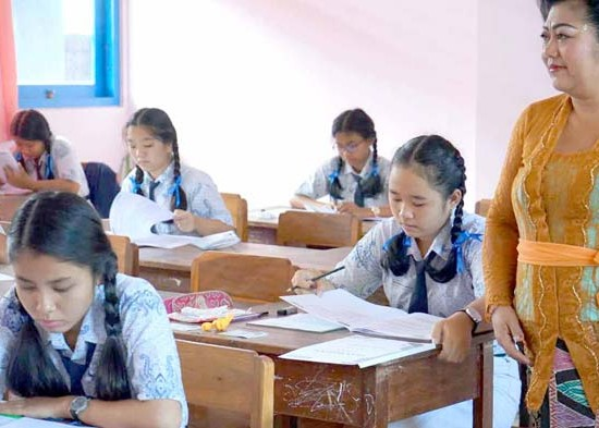 Nusabali.com - bupati-janjikan-unbk-di-smpn-2-amlapura