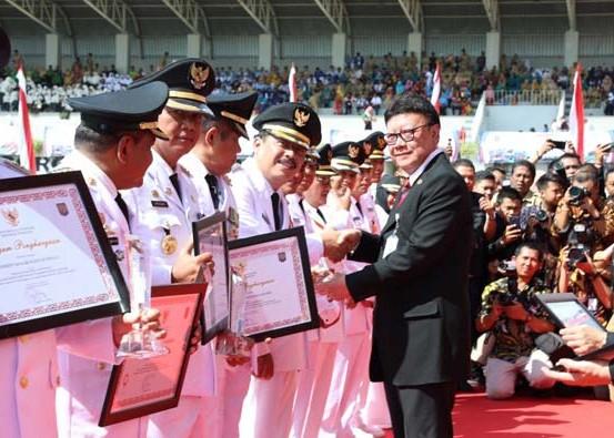 Nusabali.com - gianyar-masuk-10-besar-penyelenggaraan-pemerintahan-terbaik-se-indonesia
