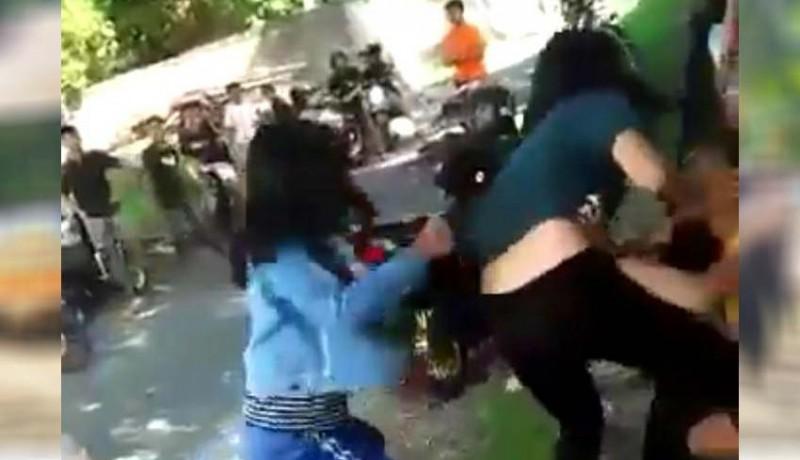 www.nusabali.com-viral-video-dua-siswi-smp-berkelahi
